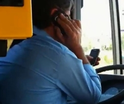 autista-autobus-cellulari